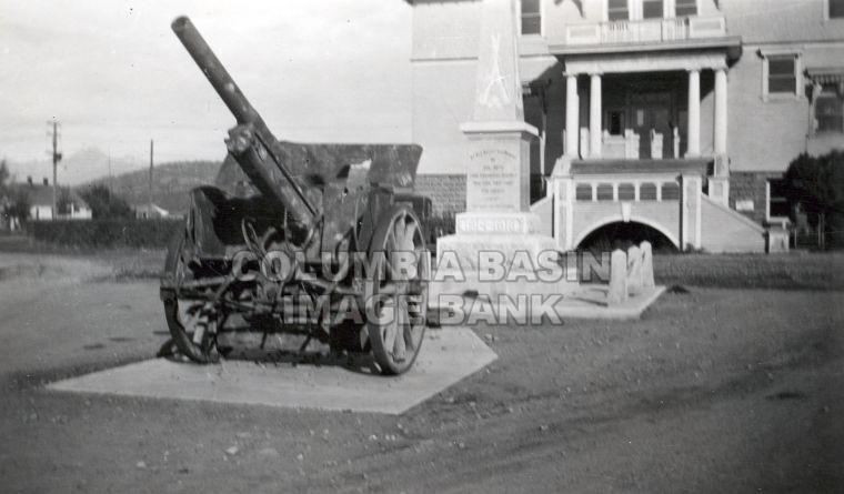 Military Gun and Cenotaph at Cranbrook's Government Building