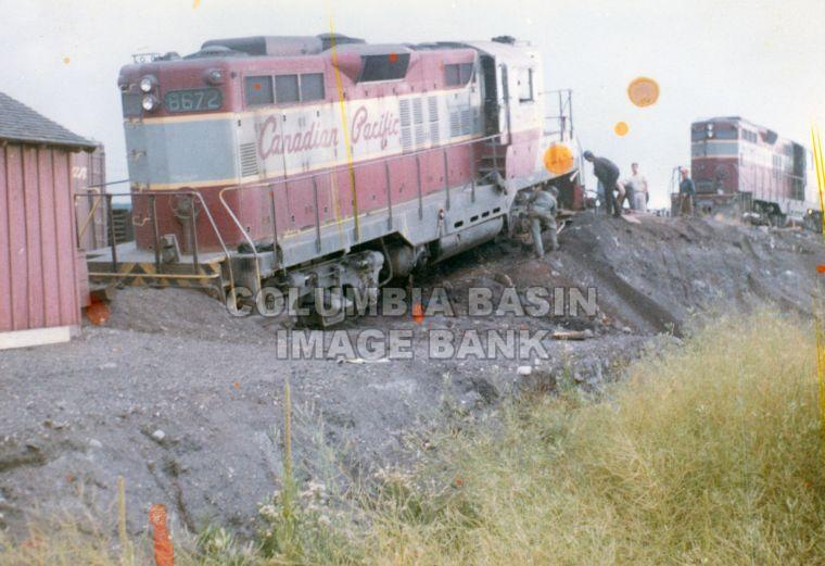 CPR Locomotive #8672 Derailment at Cranbrook, B.C.