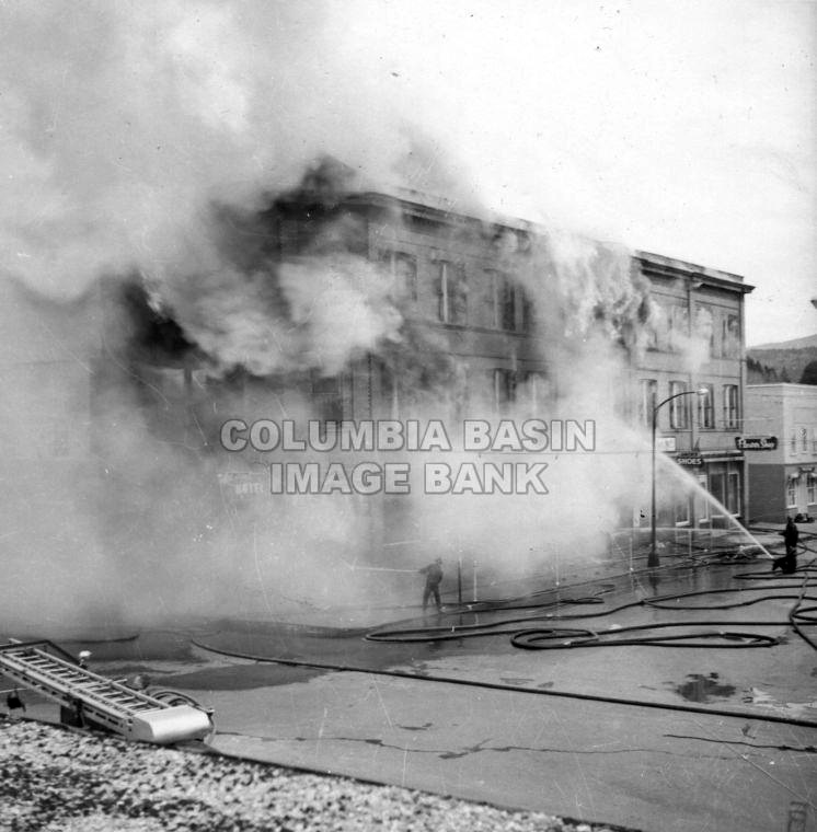 Norbury Hotel Engulfed By Flames 1959