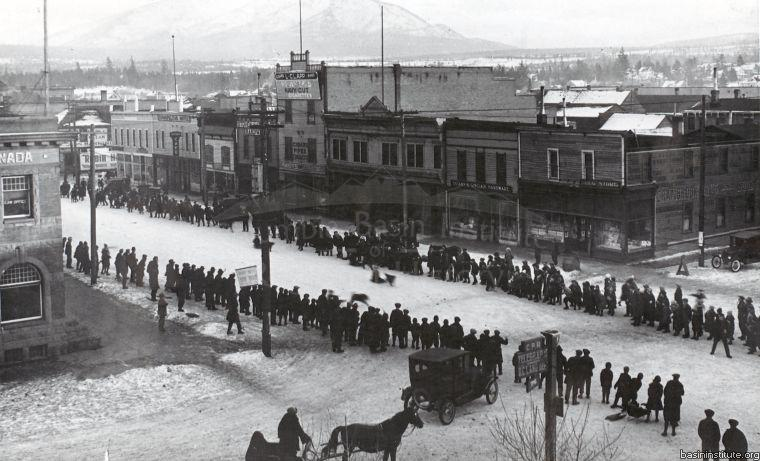 Dogsled Race on Baker Street in Cranbrook, BC 1924